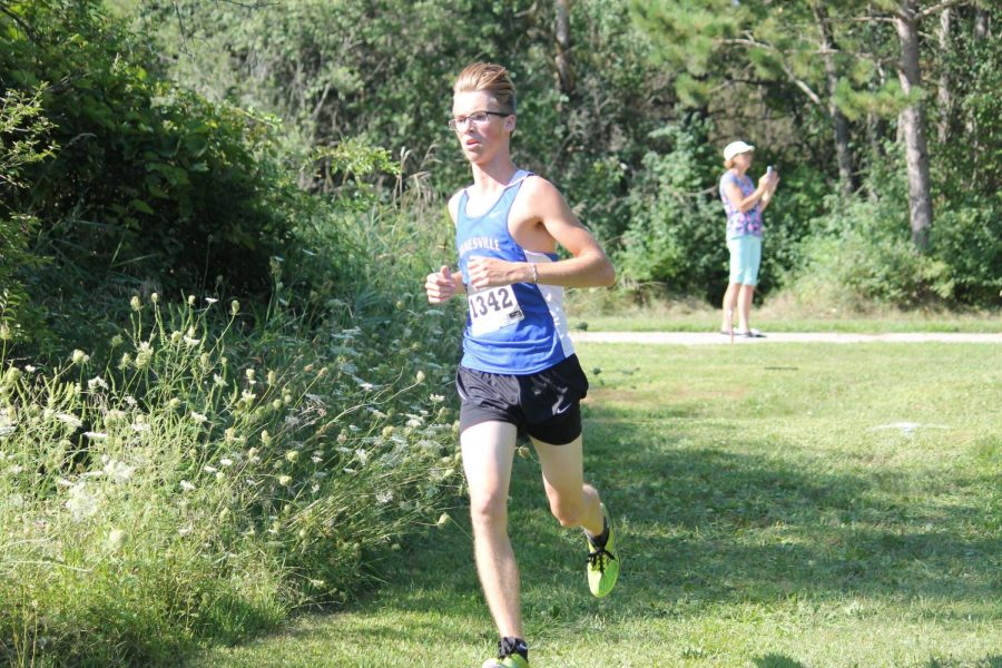Bloomquist and Leverson finish 10th and 67th; girls place 8th