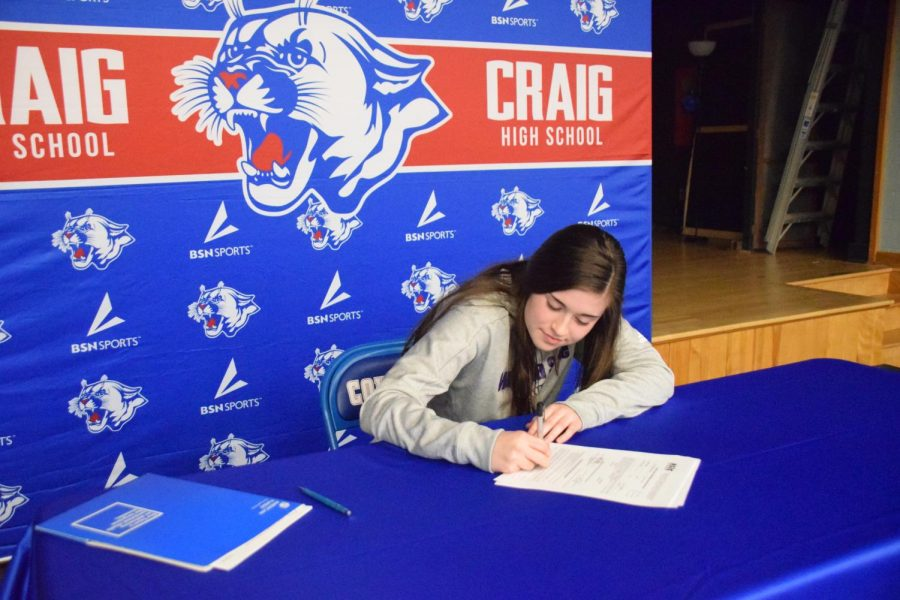 Hannah Dunlavy Signs Letter of Intent