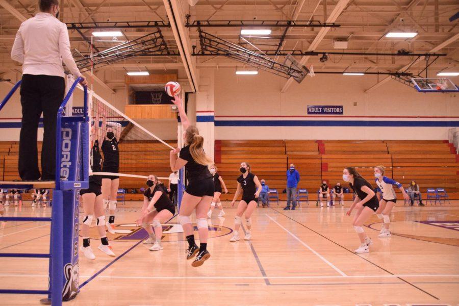 JV Volleyball takes on Verona